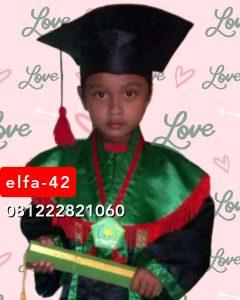 42 baju toga wisuda anak TPA di Banjarmasin